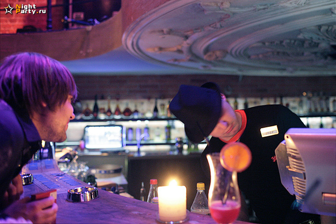 Вечеринка смотреть снял женщину в баре такигава