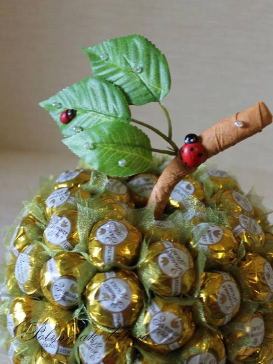 Как сделать из конфет фрукты