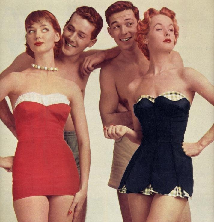 Модные купальники для женщин 50 лет