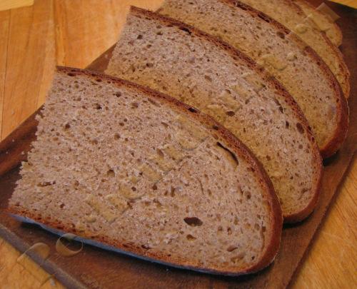 Ржано-пшеничный хлебушек на закваске и сыворотке в мультиварке Philips HD3060